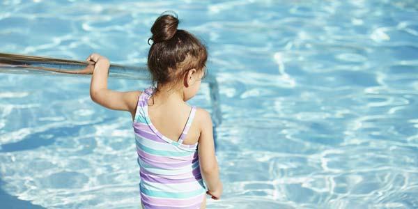 游泳池消毒水使皮膚變乾